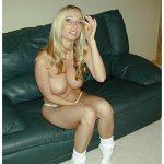 Femme blonde nympho s'exhibe