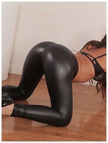 Femme mature qui s'exhibe en live sur sa webcam privée
